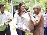 Hoa hậu Brandy Ngô bất ngờ về Việt Nam, giản dị đi từ thiện