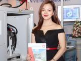 Á hậu Ruby Anh Phạm cá tính và phong cách khi tham dự sự kiện triển lãm
