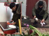 Huỳnh Hiểu Minh đảm đang tự tay vào bếp nấu ăn
