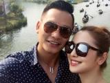 Vợ chồng Jennifer Phạm tình cảm cùng nhau đi chùa Hương