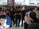Nhân viên an ninh phải quây thành vòng tròn để bảo vệ Song Joong Ki