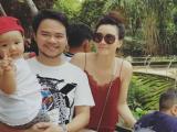 Con gái Trang Nhung thích thú khi được bố mẹ dẫn đi chơi