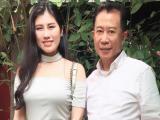 'Vua đầu bếp' Yan Can Cook tặng sách cho Hoa Khôi Emily Hồng Nhung