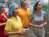 Dàn sao Việt 'mục sở thị' dây chuyền sản xuất Trà Thảo Mộc Dr Thanh