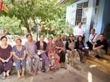 Gia đình Minh Thuận đi làm từ thiện ngay sau tang lễ