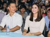 Ca sĩ Đức Tuấn rủ Hoa hậu Phạm Hương đi hát cho sinh viên