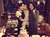 Lý Tiểu Lộ hạnh phúc đón tuổi mới bên con gái