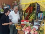 Đồng nghiệp tề tựu thắp nén nhang 49 ngày cho nghệ sĩ Hán Văn Tình