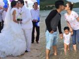 Tin sao Việt mới 24/10: HH Hương Giang lần đầu khoe ảnh cưới, gia đình Khánh Thi tình cảm đi chơi