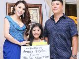 Hoa hậu điện ảnh Jenny Tuyến quyến rũ khi trao quà từ thiện