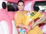 Hoa hậu Phan Thị Ngọc Nga được đón bằng siêu xe Limousine khi vừa xuống sân bay
