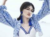 Á hậu Thanh Thanh Tú khoe dáng ngọc, môi dày đẹp lạ lùng
