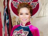 Hoa hậu Bùi Thị Hà đẹp mê mẩn trong áo nhung lụa, thả dáng quyền quý bừng sáng sự kiện