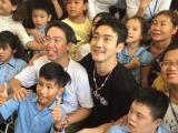 Siwon (Super Junior) hòa đồng trong ngày từ thiện đầu tiên tại Đà Nẵng