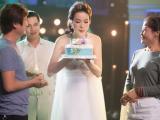 MC Thanh Mai bất ngờ được tặng bánh sinh nhật đón tuổi 45 trên trường quay