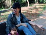 Hoa hậu Tiểu Vy lên bản Nịu ngồi xe công nông thực hiện dự án nhân ái