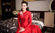 Á hậu Tú Anh diện áo dài đỏ, cười rạng rỡ trong lễ rước dâu tại nhà riêng