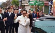 NSND Trung Hiếu được vợ kém 19 tuổi hôn ngọt ngào trong ngày cưới ở Sơn La