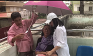 Xúc động trước câu chuyện tâm tình của nghệ sĩ Lê Bình và nghệ sĩ Cát Phượng tại bệnh viện