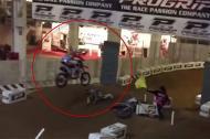 Pha tai nạn đáng sợ của tay đua mô tô