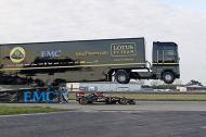 Thót tim với kỷ lục xe tải 16 tấn bay qua xe đua F1