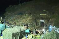 Lực lượng cứu hộ thức trắng đêm cứu 12 nạn nhân vụ sập hầm
