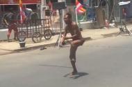 'Thánh quẩy' trên phố