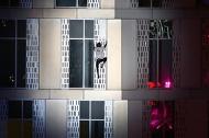 'Người nhện' 70 phút leo tòa nhà 75 tầng bằng tay không