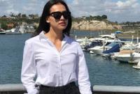 Hoa hậu Dương Mỹ Linh thả dáng nhẹ nhàng trước biển