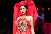 Clip: Hoa hậu Kỳ Duyên catwalk xuất thần, gây ấn tượng trên sàn diễn