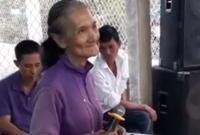 Cụ bà 76 tuổi 'chưa một lần yêu ai' khiến dân mạng 'phát sốt'