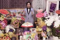 Nghệ sĩ Kim Tử Long khoe căn phòng đầy ắp quà sau tiệc sinh nhật hoành tráng