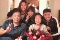 Hari Won bất ngờ tổ chức sinh nhật muộn cho mẹ chồng