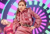 Chi Pu có thể hát dở, nhưng showbiz Việt chưa bao giờ hết sân si?