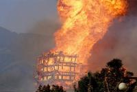 Tháp gỗ cao nhất châu Á bốc cháy dữ dội, chìm trong biển lửa