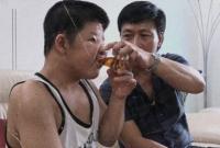 Câu chuyện cảm động của cha con nghệ sĩ Quốc Tuấn nhận giải vàng truyền hình