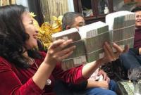 Màn lì xì hơn nửa tỷ của bà nội Việt là clip hot nhất mùa Tết 2018