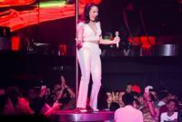 Mỹ Tâm gợi cảm, ôm cột hất tóc trong buổi biểu diễn đầu năm