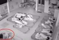 Hai cô giáo mầm non dùng chân đạp trẻ vào giờ ngủ trưa gây bức xúc