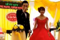 Chú rể 'gây bão' khi hát tặng vợ cực hay trong ngày cưới