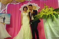 Chú rể điển trai hát cực hay tặng cô dâu trong đám cưới khiến dân mạng 'tan chảy'