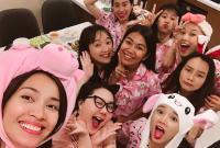 Cận ngày cưới, Nhã Phương diện pijama hồng, quậy nhiệt tình cùng hội bạn thân trong tiệc độc thân