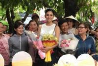 Trở về quê hương Quảng Nam, Tân hoa hậu Tiểu Vy hạnh phúc trong vòng tay gia đình và láng giềng