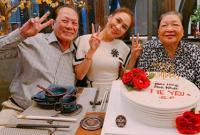 Mỹ Tâm rạng rỡ bên gia đình mừng sinh nhật mẹ
