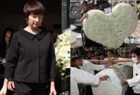 Vợ Kim Dung đặt riêng vòng hoa hình trái tim đưa chồng về nơi an nghỉ cuối cùng