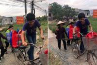H'Hen Niê được khen là 'Hoa hậu Quốc dân' nhờ hành động dắt xe đạp giúp cụ bà qua đường
