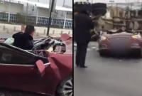 Tai nạn kinh hoàng, tài xế sống sót kỳ diệu trong chiếc xe bẹp dúm