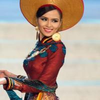 Tà áo dài Việt Nam được chuyên gia MU khen nức lời