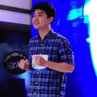 Thầy giáo tiểu học 'gây sốt' tại 'Vietnam Idol'