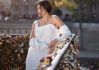 Trang Lạ khoe dáng yêu kiều trên đường phố Paris